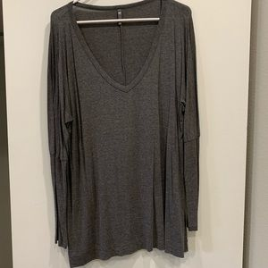 Tops - Flowy grey long sleeve top
